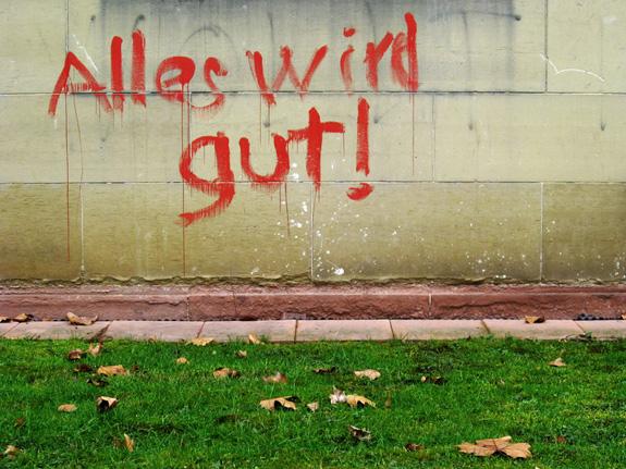 Auf Mauer gesprüht in roter Farbe: Alles wird gut!